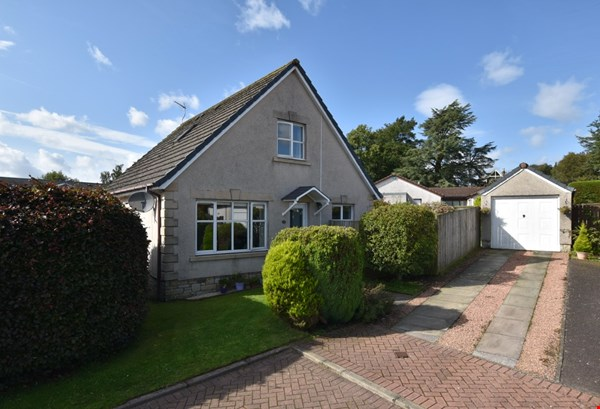 15 Mayfield Gardens Milnathort