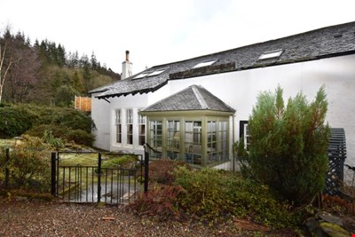 Kitten Cottage, 9 The Square, Dunira, Comrie PH6 2JZ
