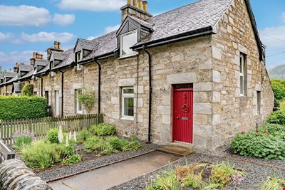 Rosslyn Cottage, 157 Atholl Road, Pitlochry PH16 5QL