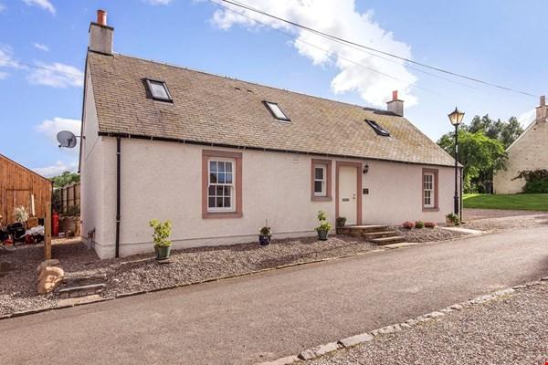 Ploughmans Cottage Rait