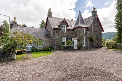 Darach, 28 Lower Oakfield, Pitlochry PH16 5DS