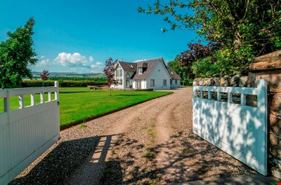 White Gables , Littlefold, By Madderty, Crieff PH7 3NY